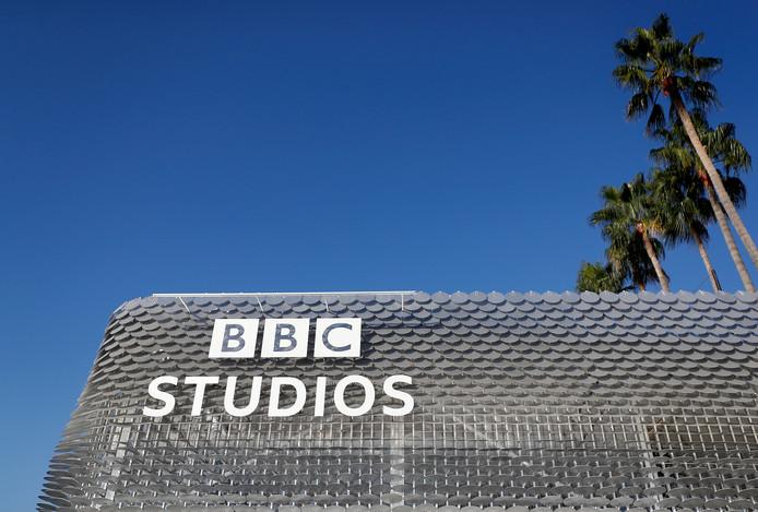 Meer dan honderd vrouwen hebben zich aangesloten bij een zaak over gelijkwaardige betaling tegen de Britse omroep BBC. De zaak is aangespannen door de presentatrice Samira Ahmed.