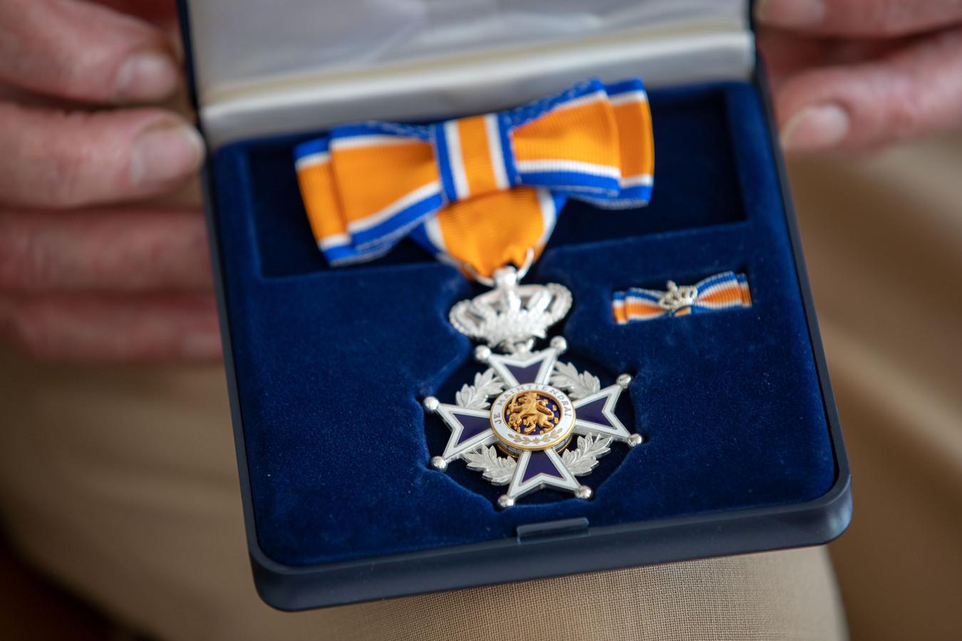 De voormalige brandweervrouw Ingrid Lenferink-Neplenbroek in Heino heeft een koninklijke onderscheiding ontvangen.