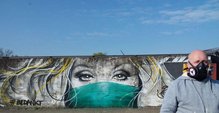 Hulde aan de zorgverleners in graffiti
