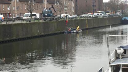 Levenloos lichaam aangetroffen onder woonboot