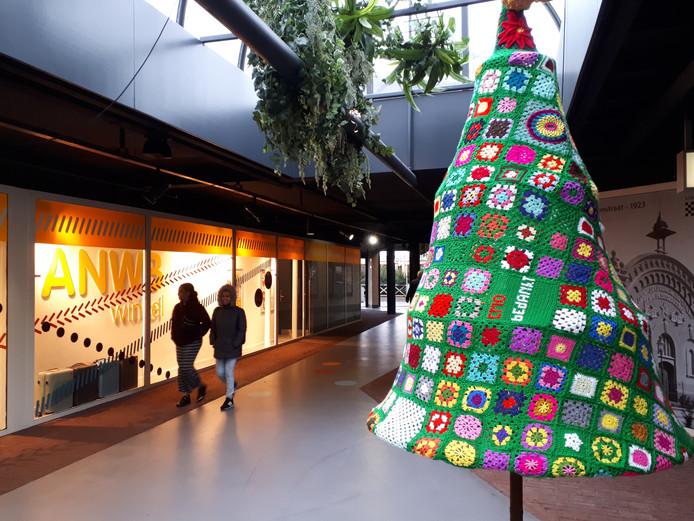 Een van de twee gehaakte kerstbomen in de Galerij.