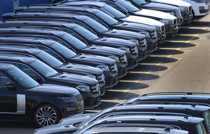 SUV's van Range Rover, Mercedes Benz en BMW geparkeerd in Duitsland, archiefbeeld ter illustratie