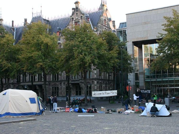 Demonstranten kamperen voor Tweede Kamer voor Moria