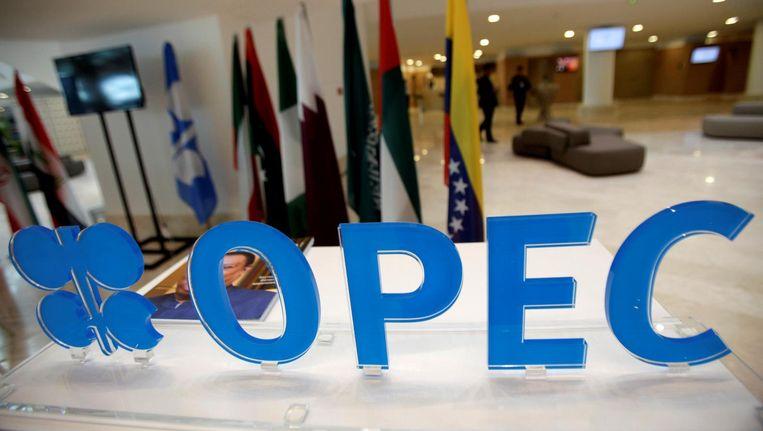 Het OPEC-logo bij de informele ontmoeting tussen de OPEC-landen woensdag Beeld reuters
