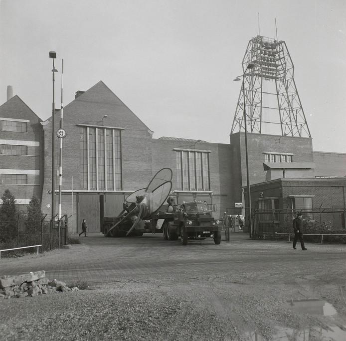 Carillon Scheepsschroevengieterij Lips NV in Drunen, gefotografeerd in 1965. .