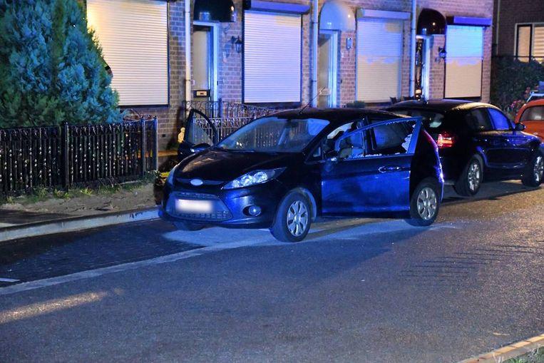 De beschoten auto.