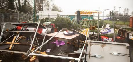 Kerstbomenverkoop in Baarn grote ravage na harde windstoten