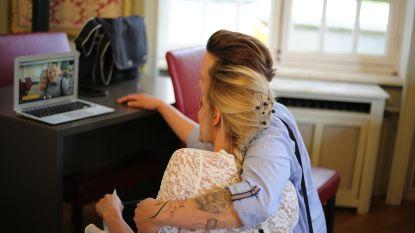 """Televisiekok Sofie Dumont ziet zus huwen via de livestream: """"Het applaus was te horen tot in de trouwzaal"""""""