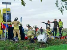 Ligfietser zwaargewond na harde botsing met auto op dijk in Werkhoven
