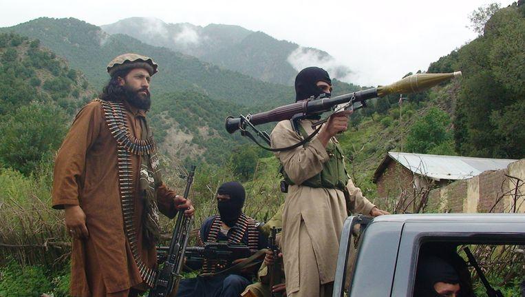 Pakistaanse taliban op patrouille. Beeld ap