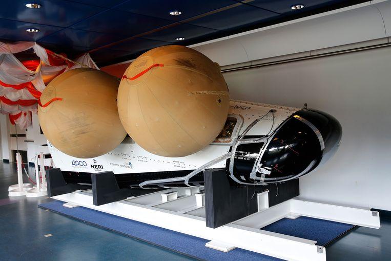 Een replica van het ESA's ruimtevliegtuig IXV tijdens de presentatie bij het European Space Research and Technology Centre (ESTEC). Beeld anp