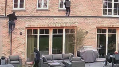 VIDEO. Dieven klimmen via regenpijp en raam woning binnen