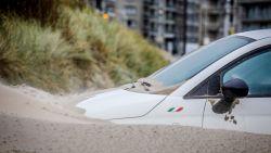 """Honderden auto's defect door zand dat opwaaide door Odette: """"Het leek alsof ik op kasseien reed"""""""