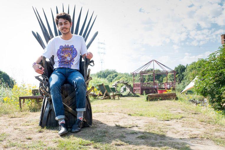 Lennert Cusumano wint de troon uit Game of Thrones via een wedstrijd van Telenet op 't Ile Malines.