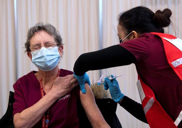 Of de vaccins ook zullen werken tegen de Britse mutant van het coronavirus, is nog niet helemaal zeker maar wetenschappers maken zich voorlopig weinig zorgen.