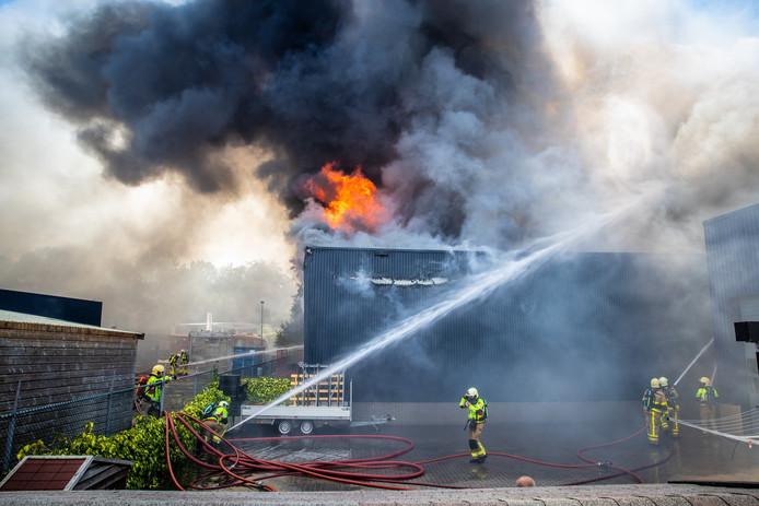 Bij Stella Fietsen in Nunspeet woedde woensdag een uitslaande brand.