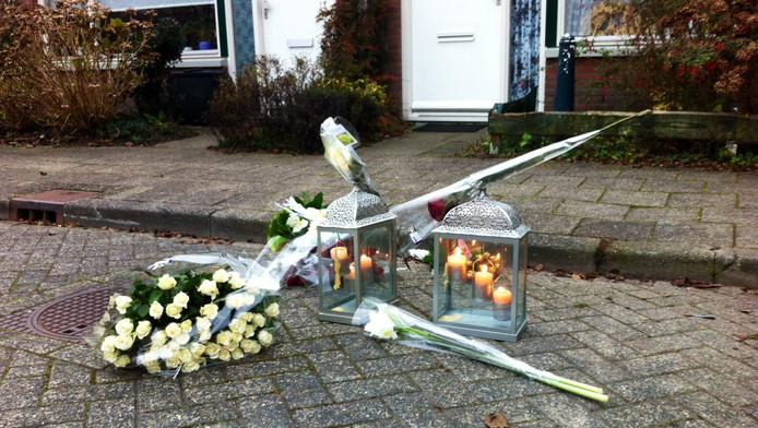 Bloemen en kaarsen op de plaats waar Samir Jabli werd doodgeschoten