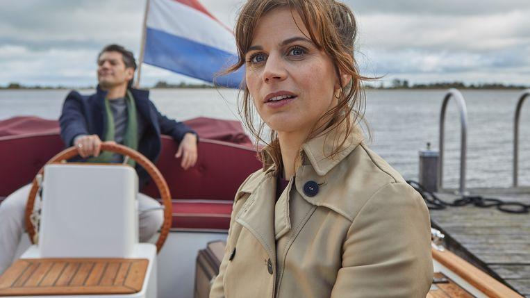 In Wat Is Dan Liefde krijgt echtscheidingsadvocaat Cato (Elise Schaap) de kans om partner te worden bij een commercieel kantoor waar behoefte is aan verandering. Beeld x