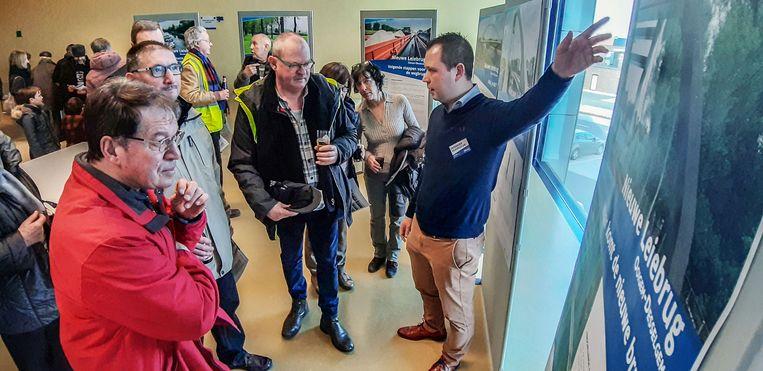Er daagde heel wat volk op bij de voorstelling van de plannen voor de nieuwe Leiebrug tussen Ooigem en Desselgem.