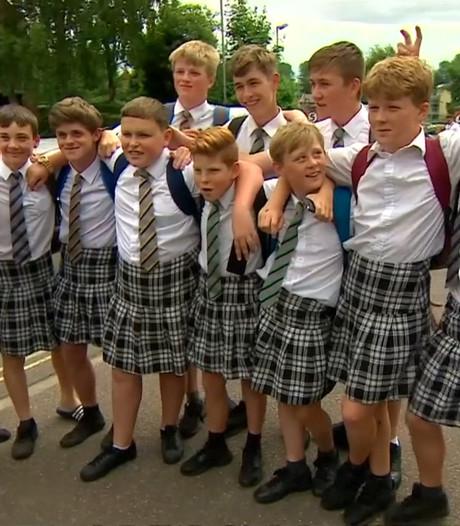 Britse jongens dragen rokken uit protest