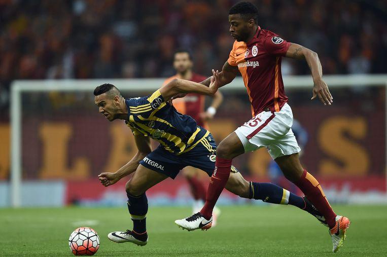 Ryan Donk in actie tegen Fenerbahçe