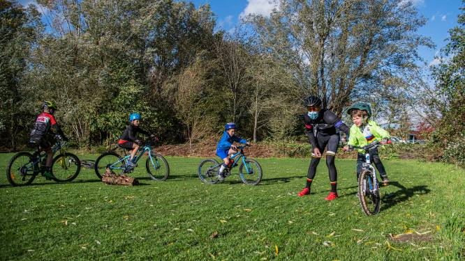 Vlaamse Wielerschool start mountainbiketrainingen op cyclocrossparcours in Sint-Gillis