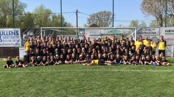 De kinderen en jongeren leerden veel bij over voetbal tijdens de stad van VS Kortenaken.