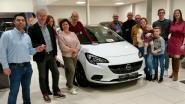 Winnaar eindejaarsactie ontvangt sleutels van nieuwe Opel