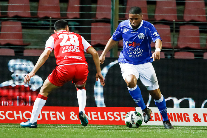 Hawbir Moustafa (MVV) in duel met FC Den Bosch-speler Jeremy Fernandes.