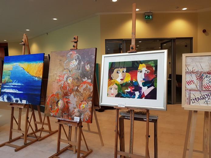 In De Meander is een overzichtstentoonstelling van de Atelierroute ingericht.