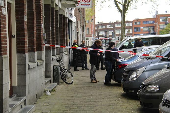 Buurtbewoners reageren geschokt op het nieuws van de dode baby in Rotterdam-West.