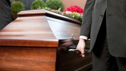 Wat kost een begrafenis eigenlijk? Test-Aankoop maakt de rekening