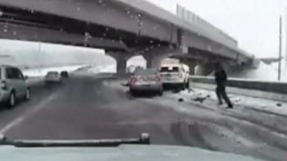 Agent kan nipt glijdend voertuig ontwijken op snelweg