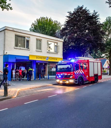 Korps Vriezenveen huldigt 'heldhaftige' brandweerman John op ludieke wijze