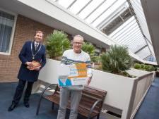 Bert van Geerenstein wint Oog voor Veenendaal-prijs
