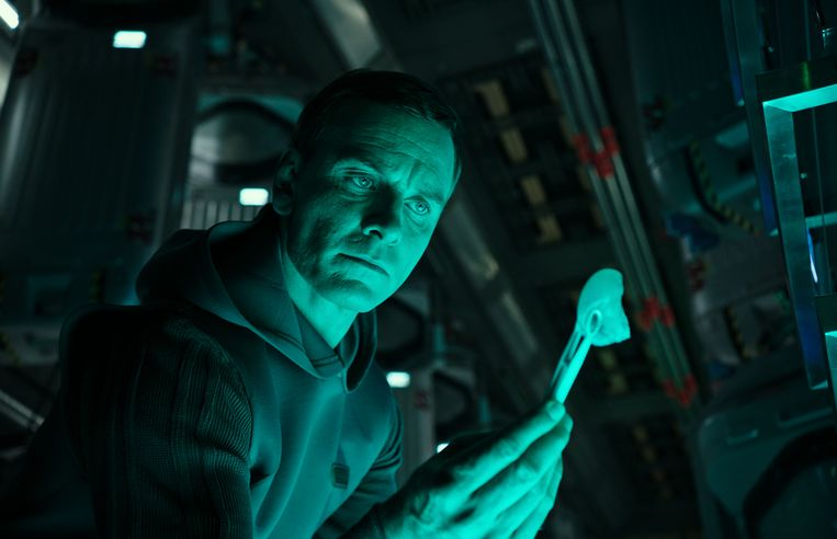 Michael Fassbender in Alien: Covenant van Ridley Scott. Beeld