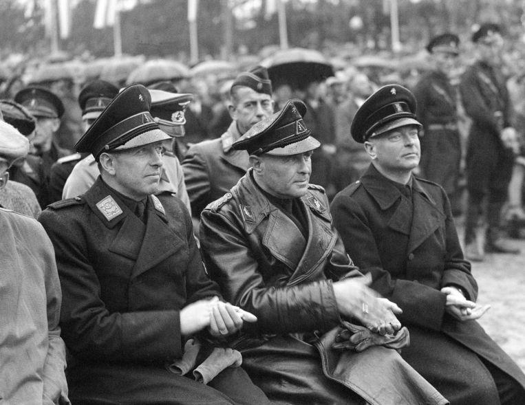 Anton Mussert (rechts) tijdens de Landdag van de NSB in 1942. Beeld ANP