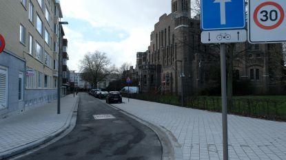 Fietsers verlost van kasseien bij school Pestalozzistraat