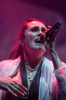 Within Temptation brengt nieuwe videoclip uit: 'Deze is voor alle outsiders'