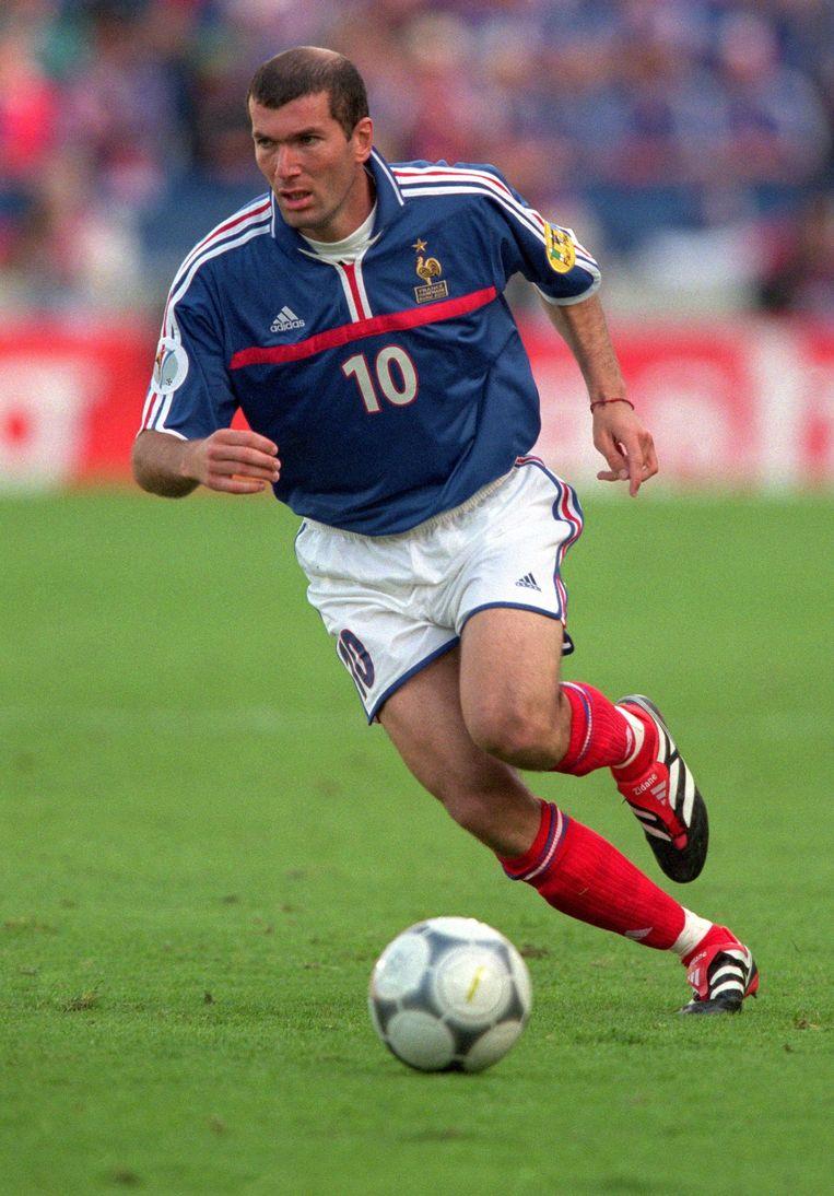 Zinedine Zidane op een van de eerste Predators.
