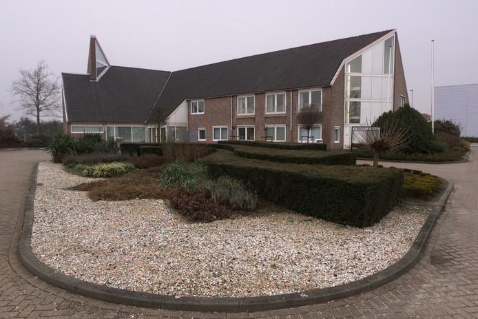 Het gemeentehuis van Cromstrijen in Numansdorp.