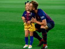 Rakitic viert zege met dochtertje, Fury zingt journalisten toe