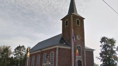 Jongen (12) zakt door plafond in Waalse kerk: twintig bange minuten zes meter boven de grond