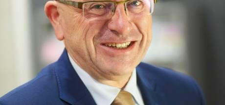 Pierre Bos legde eed af voor derde ambtstermijn die half jaar duurt