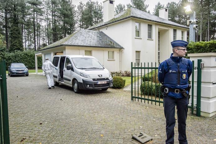 Onderzoek bij de villa van Marcel van Hout in Pelt, net over de grens bij Valkenswaard.