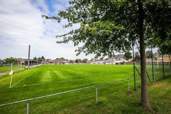 Op dit voetbalveld is een woonerf met 35 kavels gepland