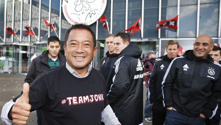 Medewerkers van de jeugdopleiding van Ajax hebben zich verzameld bij de ArenA voorafgaand aan de algemene vergadering van aandeelhouders van Ajax. Beeld anp