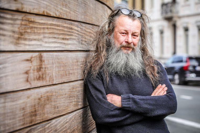 """""""Het productieteam vroeg me uitdrukkelijk mijn haar en baard niet af te knippen"""", zegt Philip."""