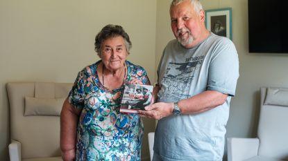 Op huwelijksreis naar het Atomium: schrijver geeft 'inspiratiebron' Nieke (81) Expo 58-boek cadeau