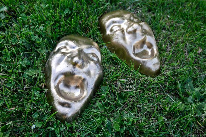 De maskers die werden achtergelaten duiden op het gemeentebestuur in Hamme.